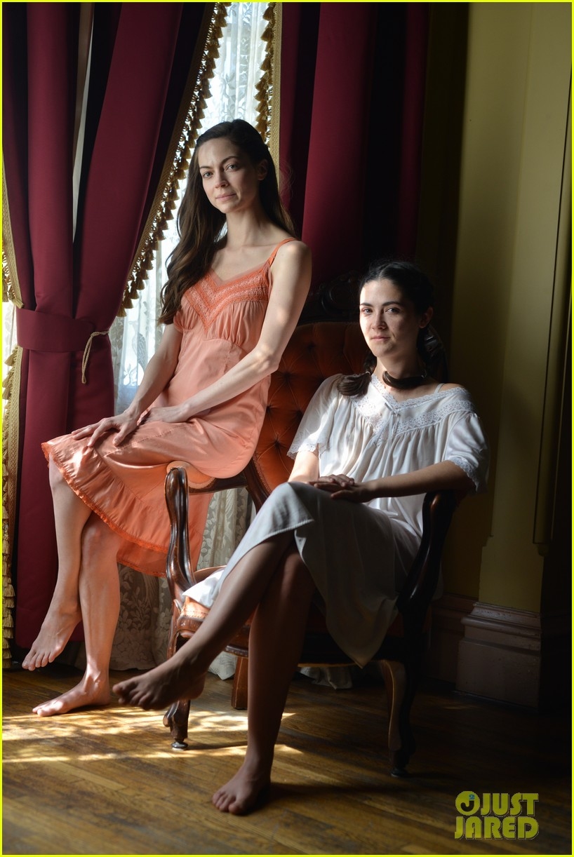 isabelle fuhrman caitlin carver and ashley bell pose in delta girl first look photos 014062888