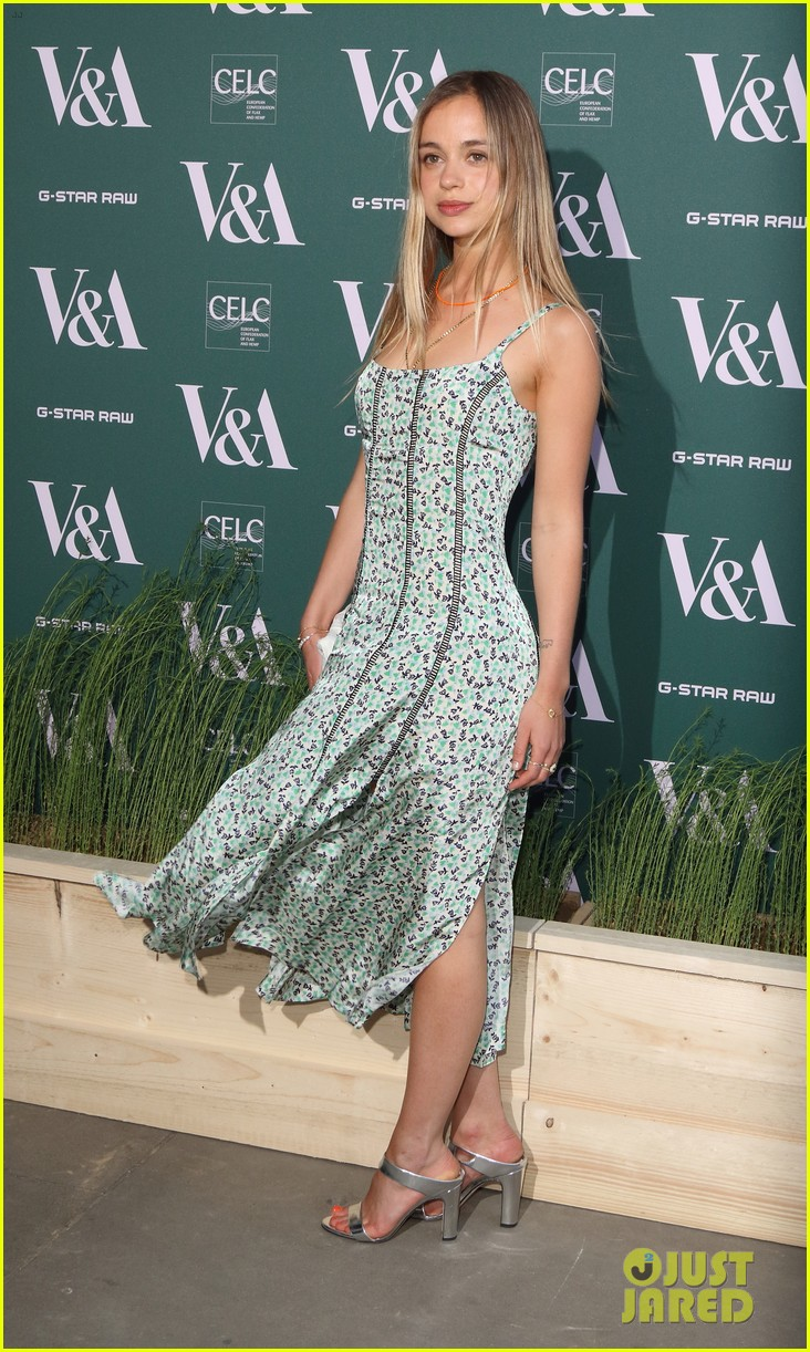 ellie goulding natalie imbruglia step out in style for va fashioned from nature vip preview 044067215