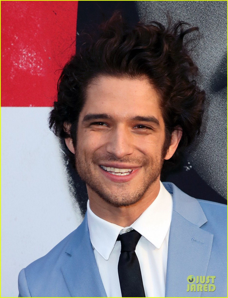 lucy hale tyler posey truth or dare premiere 204063766