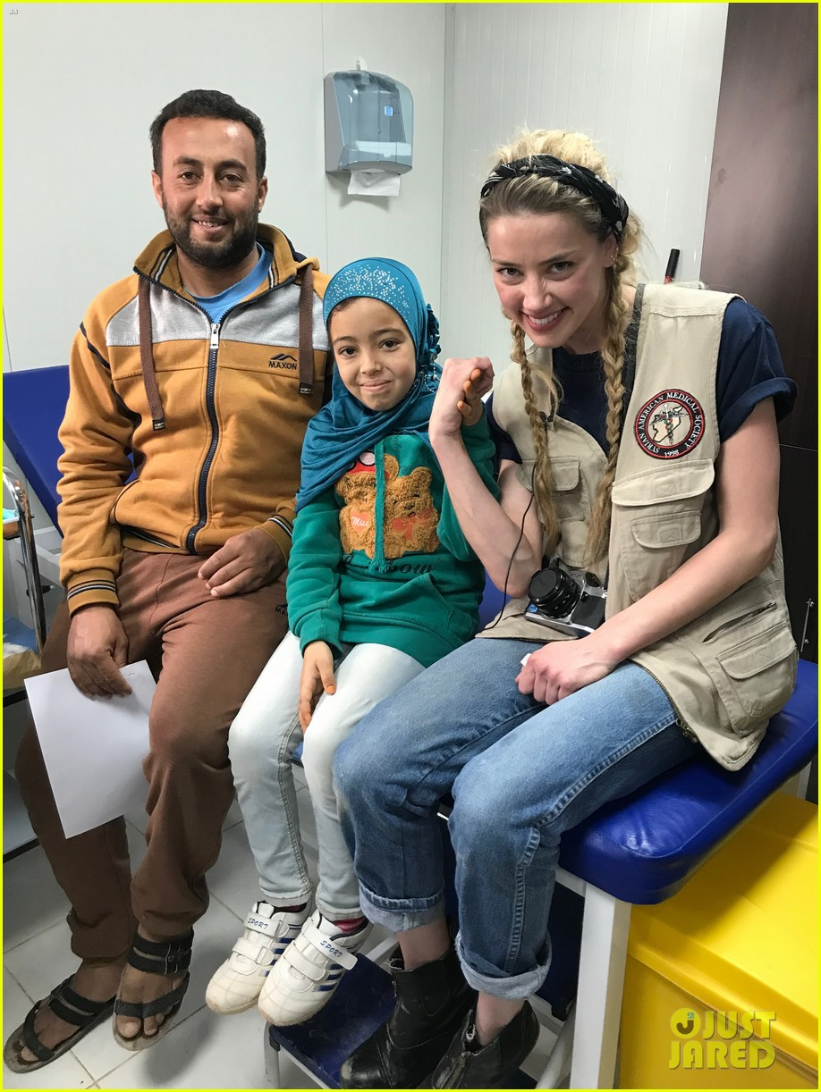 amber heard visits syrian refugees in jordan with sams 034059623