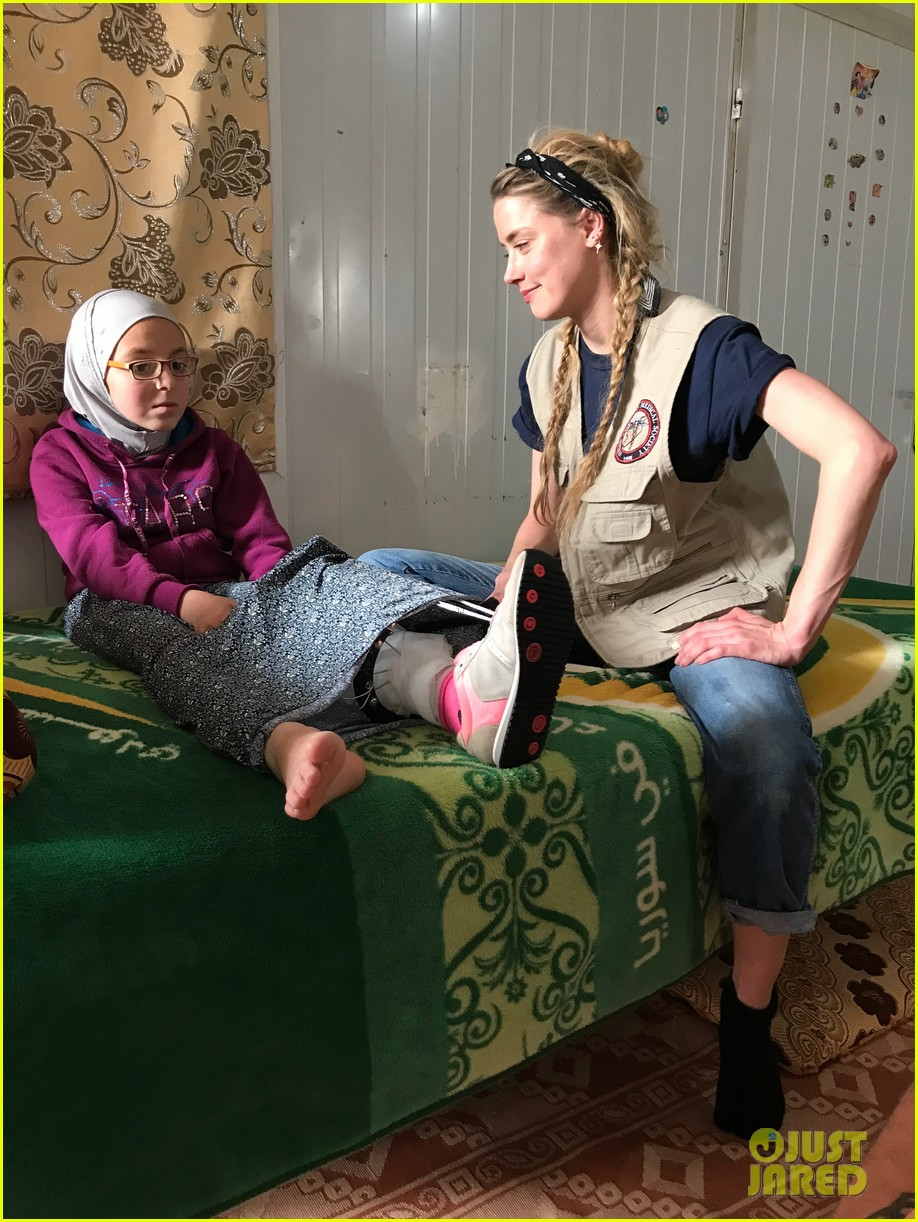 amber heard visits syrian refugees in jordan with sams 054059625