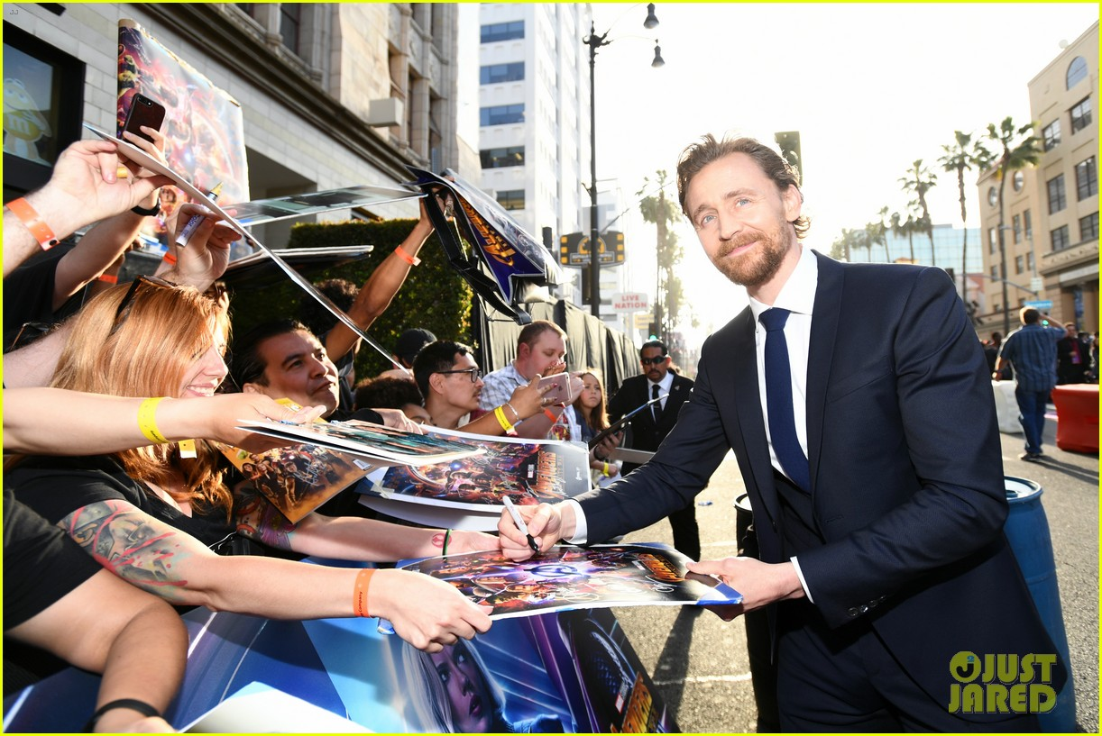 chris hemsworth and tom hiddleston represent thor at avengers premiere 014071143