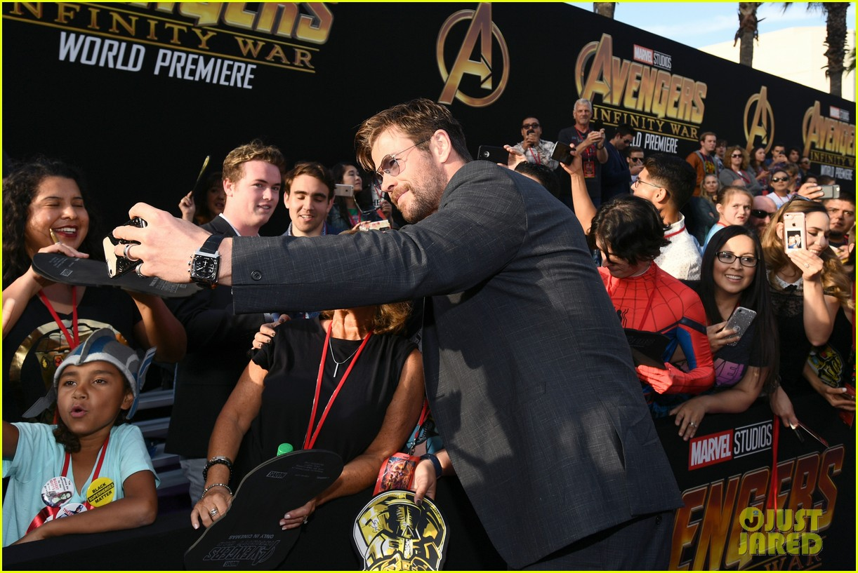 chris hemsworth and tom hiddleston represent thor at avengers premiere 054071147