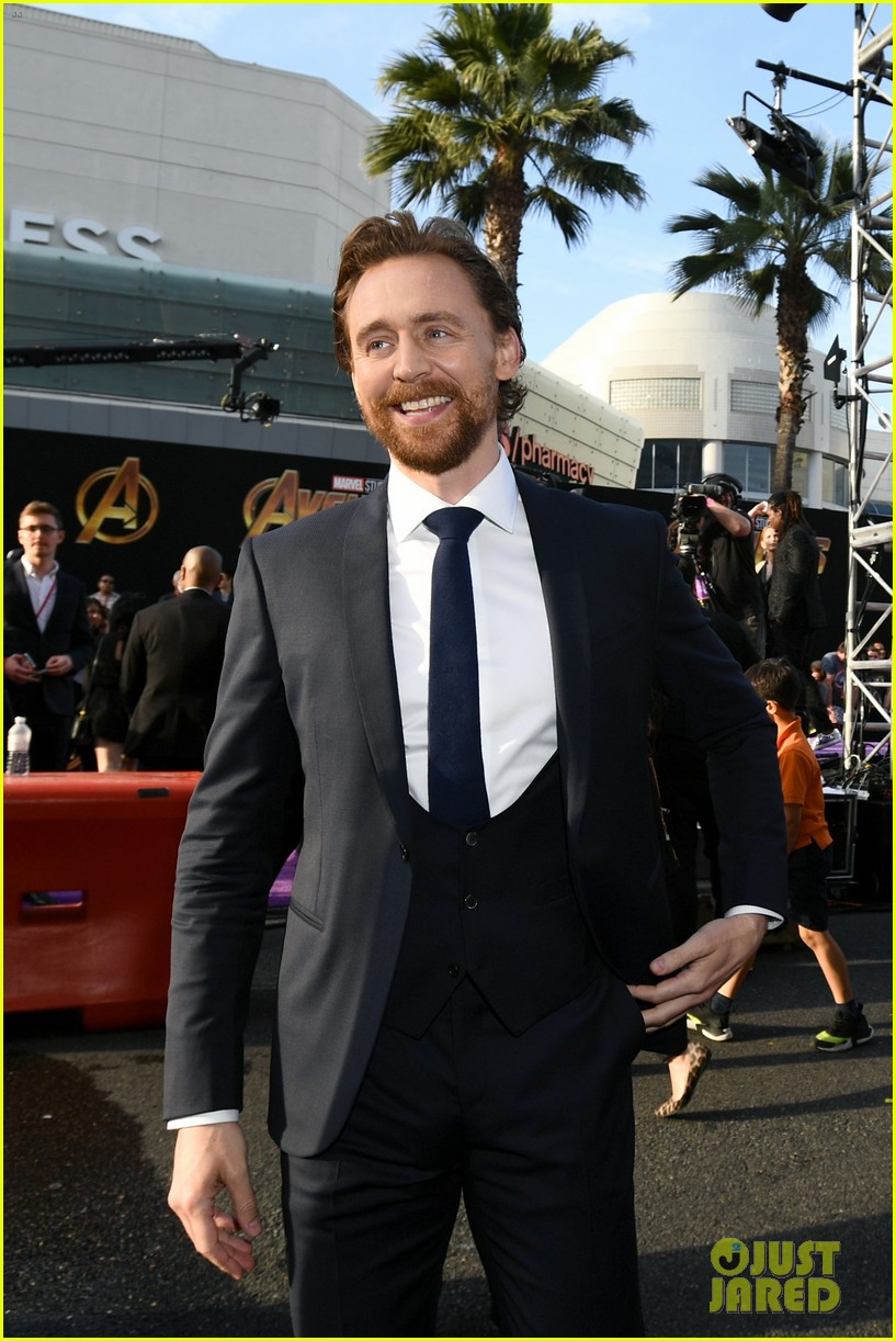 chris hemsworth and tom hiddleston represent thor at avengers premiere 064071148