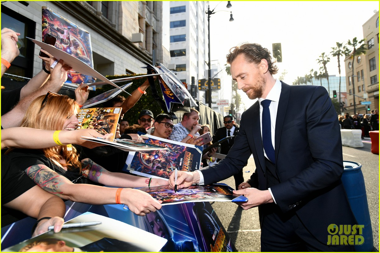 chris hemsworth and tom hiddleston represent thor at avengers premiere 074071149