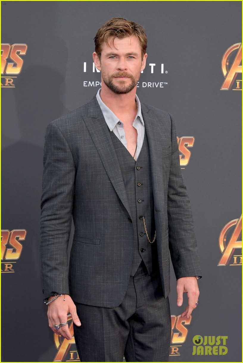 chris hemsworth and tom hiddleston represent thor at avengers premiere 144071156