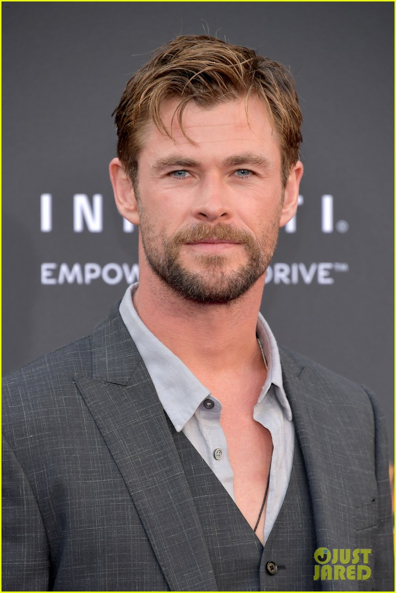 chris hemsworth and tom hiddleston represent thor at avengers premiere 154071157