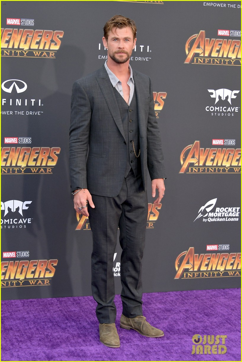 chris hemsworth and tom hiddleston represent thor at avengers premiere 164071158