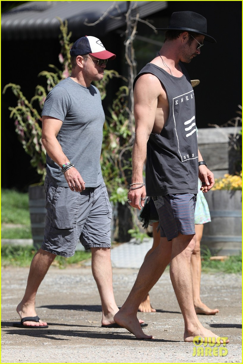 chris hemsworth matt damon out for lunch 044059085