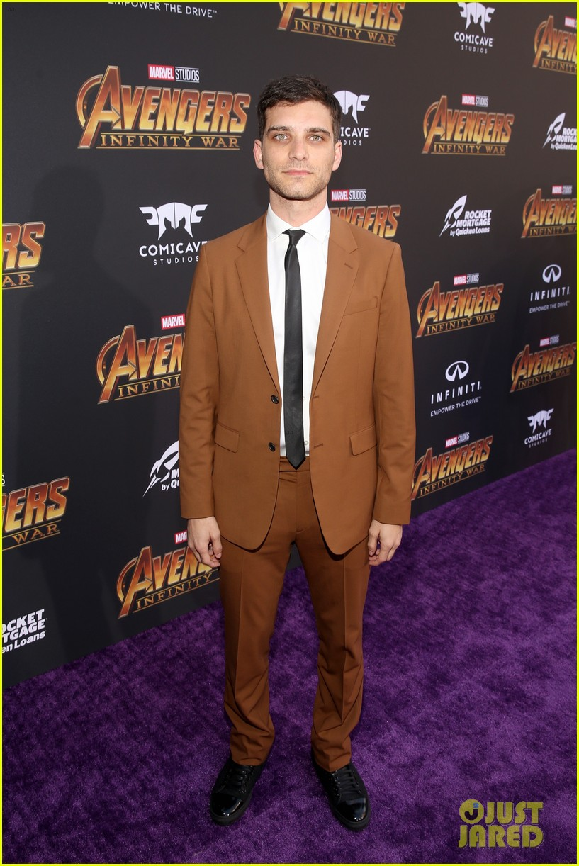 luke hemsworth supports brother chris at avengers infinity war global premiere 344071355