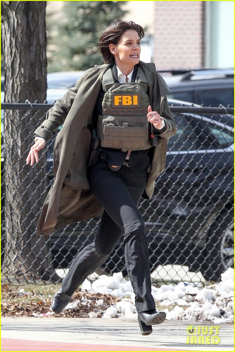 katie holmes channels an fbi agent while filming new fox series 064062969