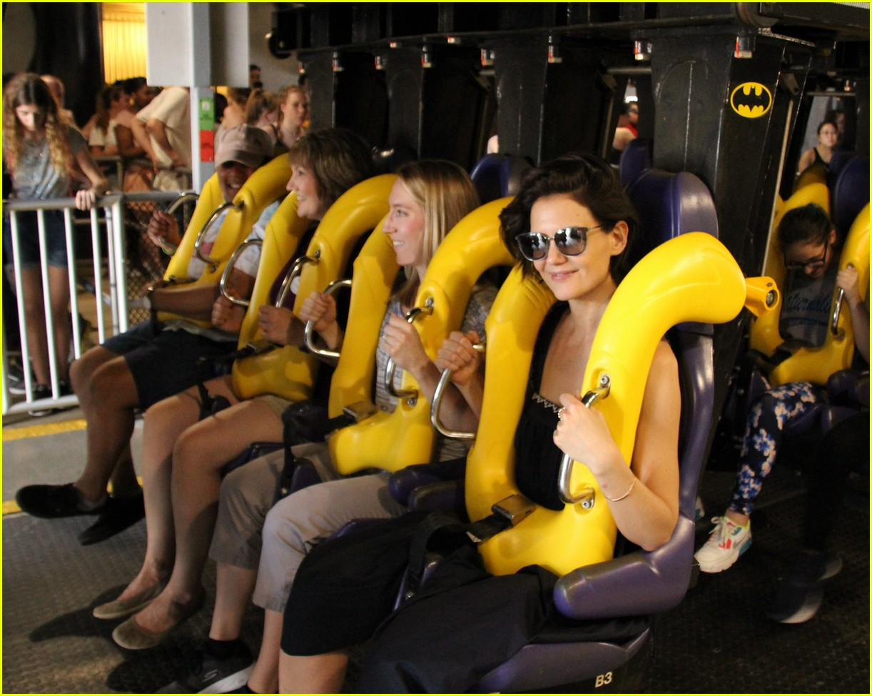 katie holmes six flags 014065698