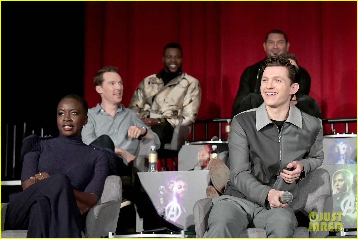 avengers infinity war cast get together for global press conference 054069189