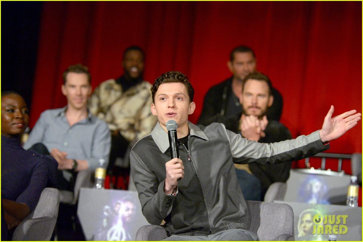 avengers infinity war cast get together for global press conference 094069193