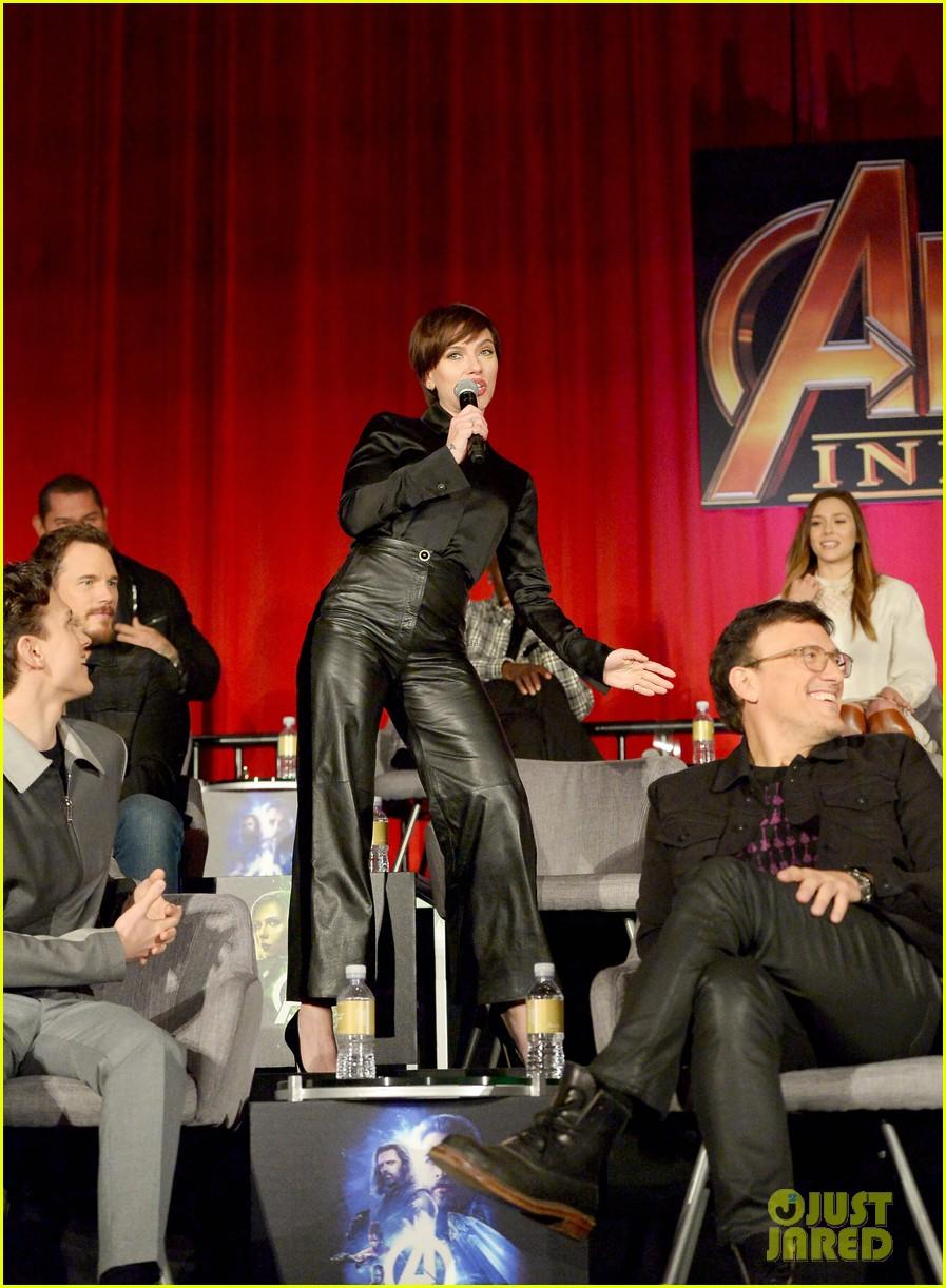 avengers infinity war cast get together for global press conference 104069194