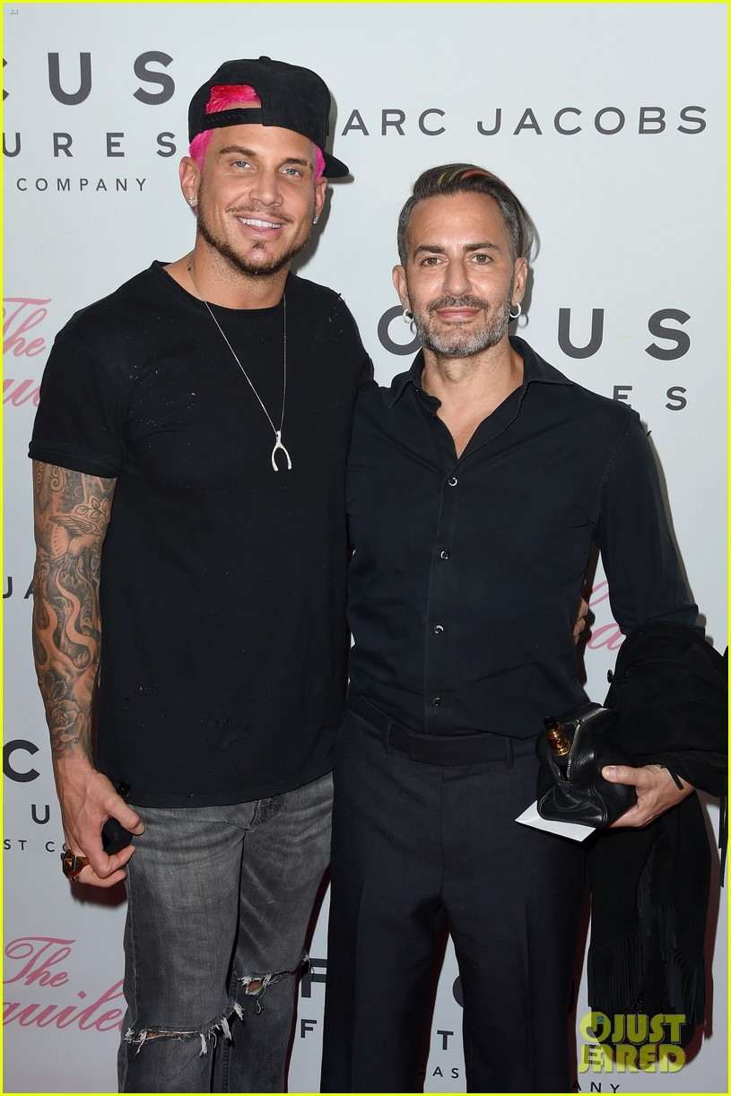 marc jacobs proposes to char defrancesco with flashmob at chipotle 014060266