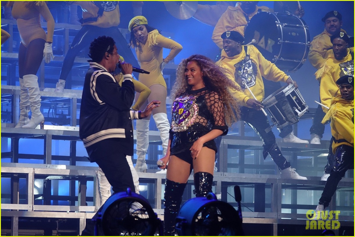 jay z joins beyonce on stage during coachella performance 014064863