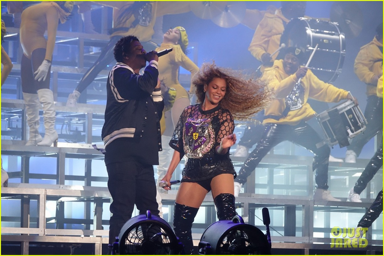 jay z joins beyonce on stage during coachella performance 044064866