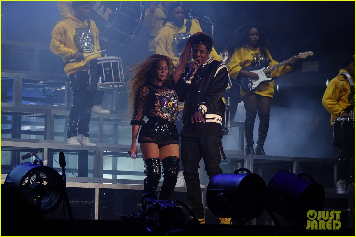 jay z joins beyonce on stage during coachella performance 054064867