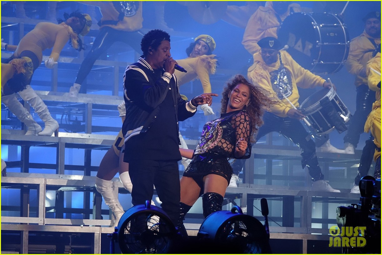 Jay Z Joins Beyonce on Stage During Coachella Performance ...