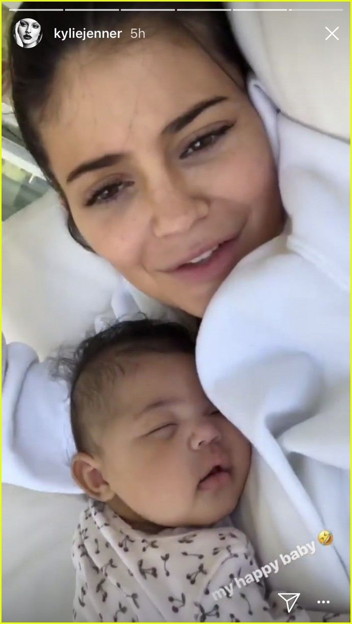 kylie jenner goes makeup free with sleeping stormi in adorable new photos 054071127