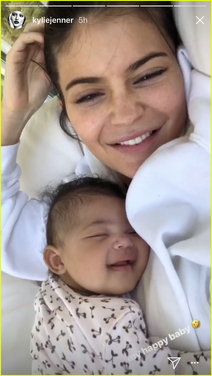 kylie jenner goes makeup free with sleeping stormi in adorable new photos 064071128