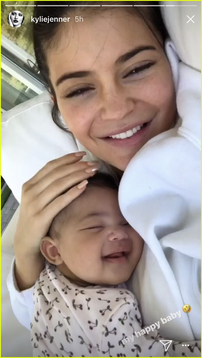 kylie jenner goes makeup free with sleeping stormi in adorable new photos 074071129
