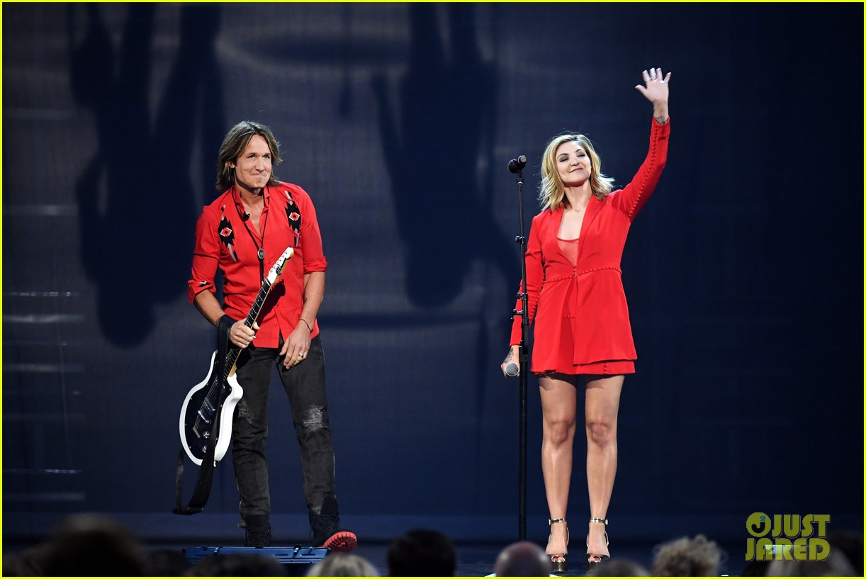 keith urban julia michaels acm awards 2018 044065531