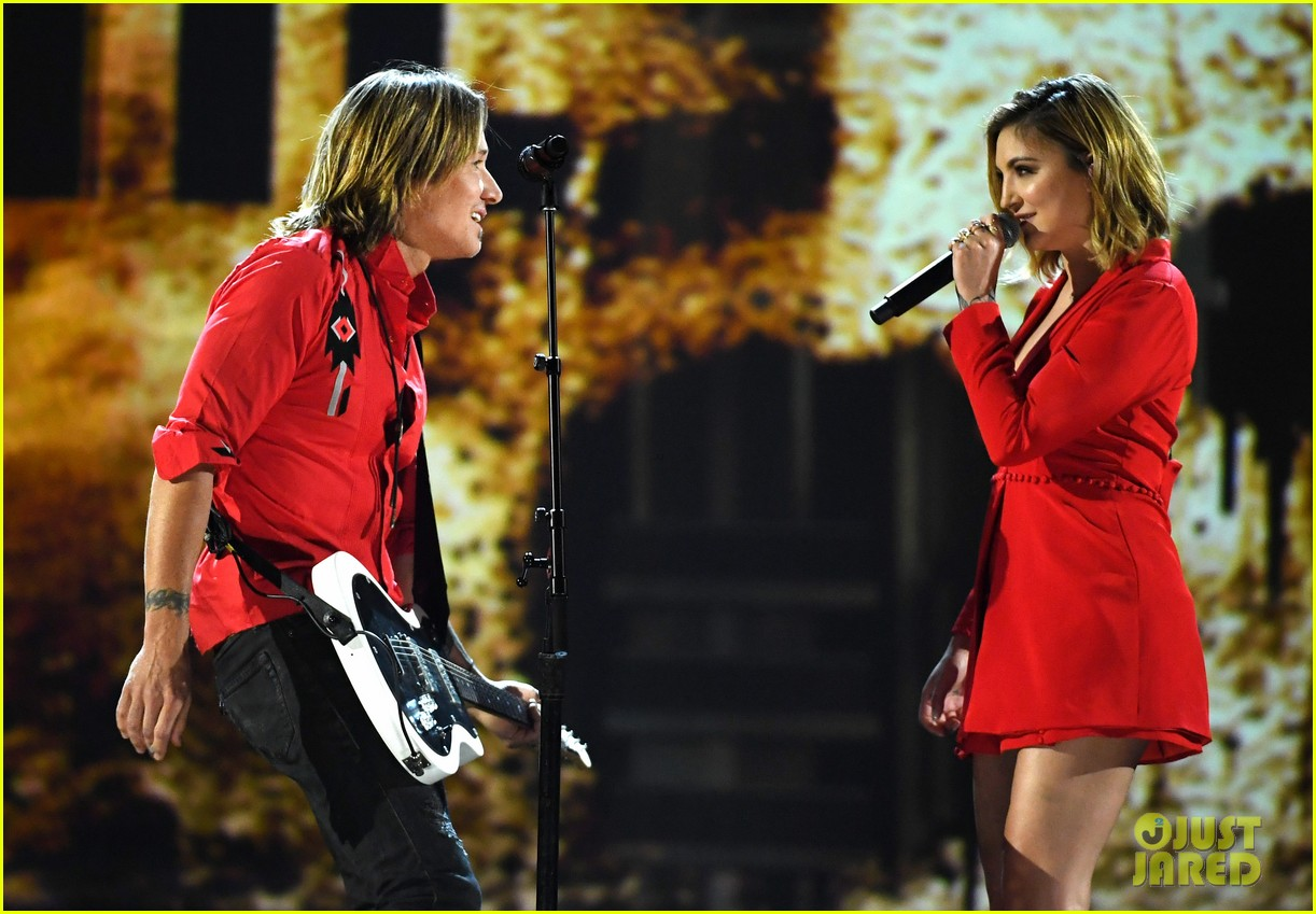 keith urban julia michaels acm awards 2018 104065539