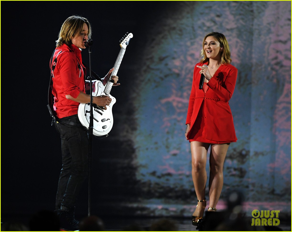 keith urban julia michaels acm awards 2018 114065540