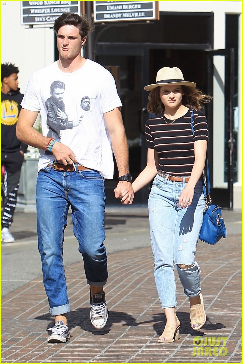 Joey King Boyfriend Jacob Elordi Coordinate Their Outfits At The Grove