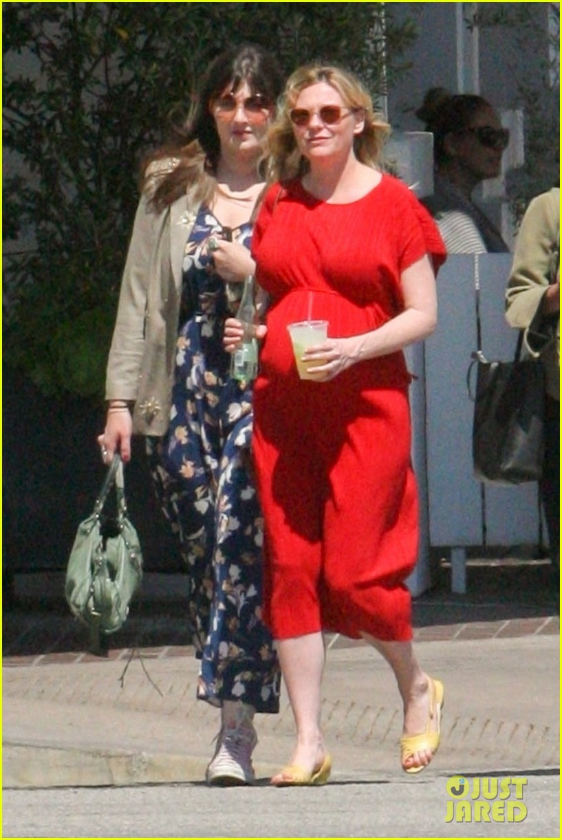 kirsten dunst lunch with baby bump 034071932