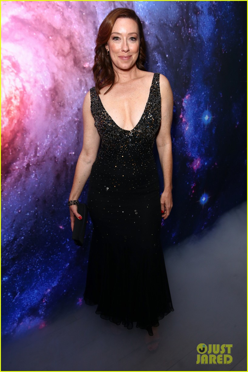 lost in space premiere april 2018 00 14062337