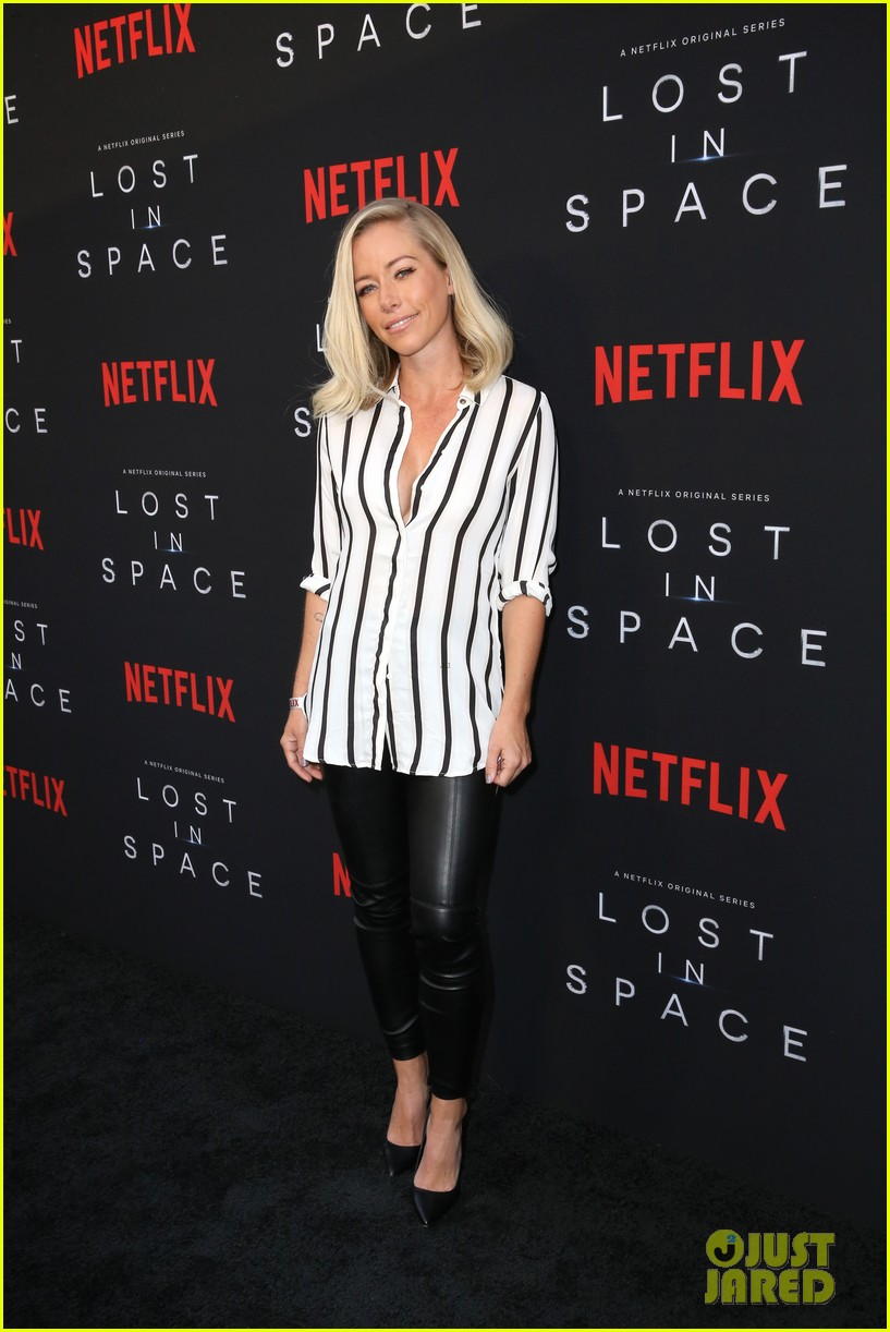 lost in space premiere april 2018 00 54062340