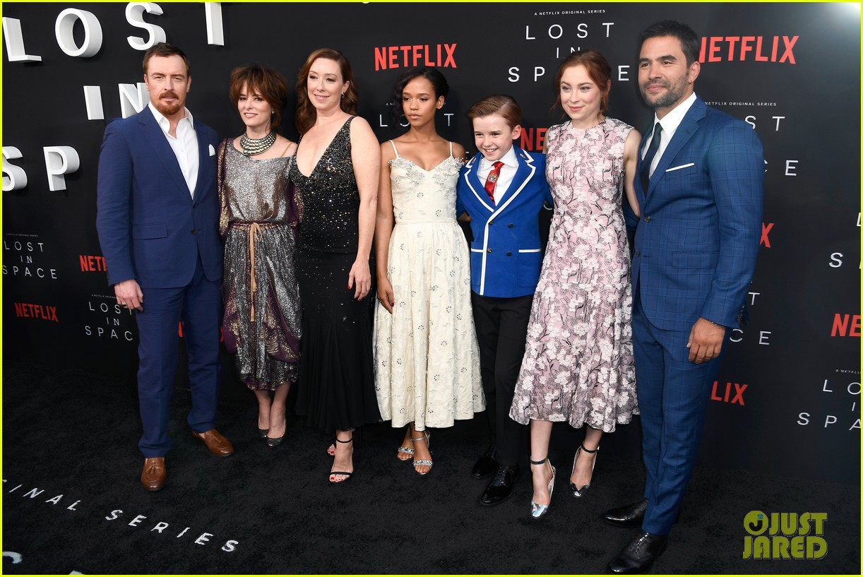 lost in space premiere april 2018 004062341