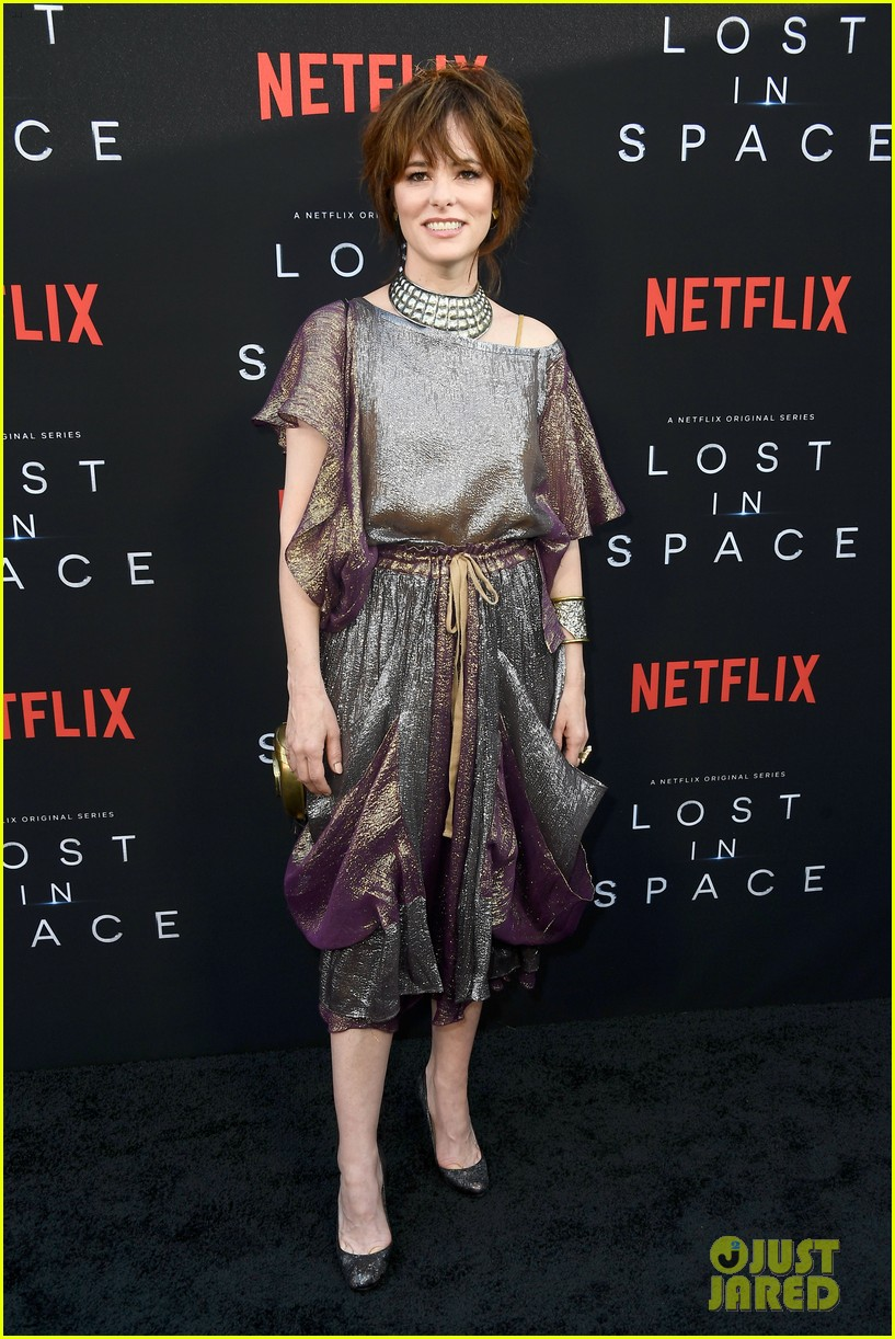 lost in space premiere april 2018 034062344