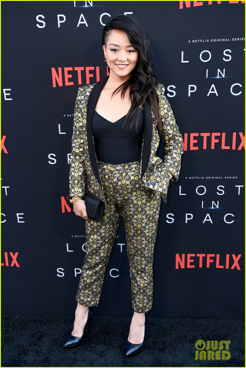 lost in space premiere april 2018 244062360
