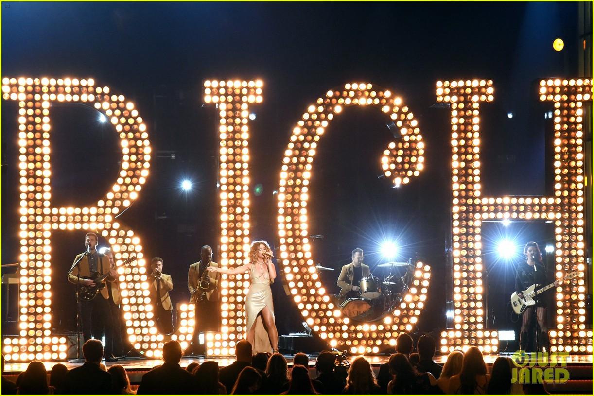 Maren Morris Performs Rich at ACM Awards 2018! (Video