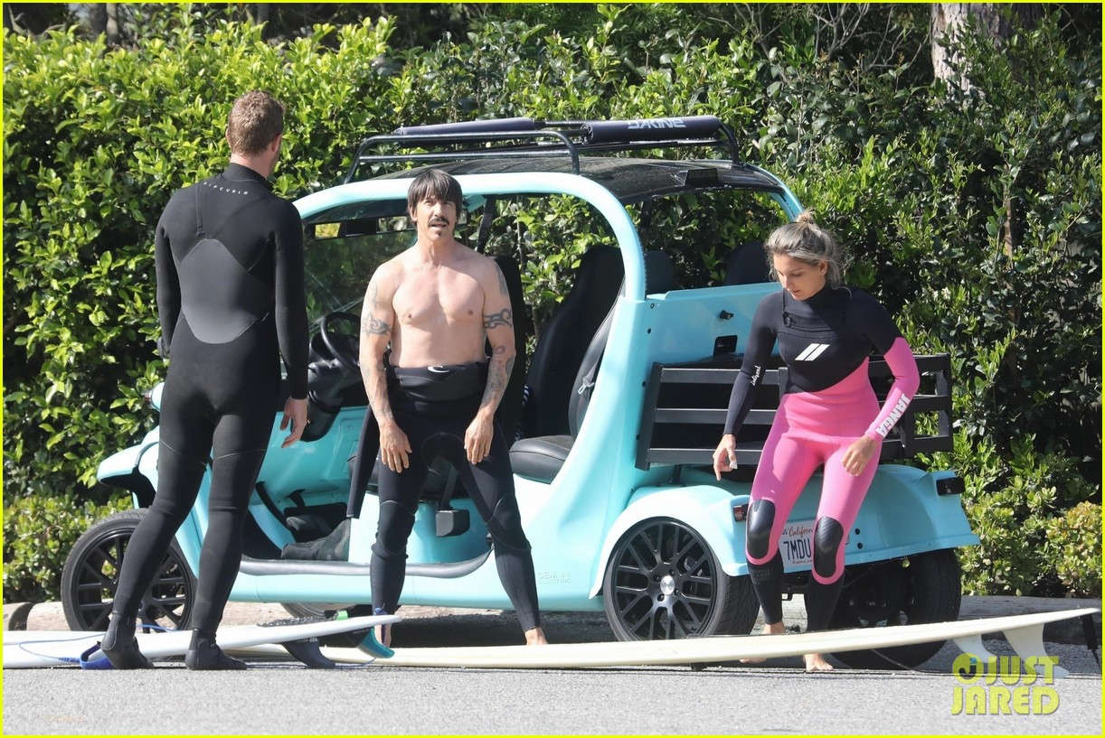 chris martin surfing anthony kiedis 034074253