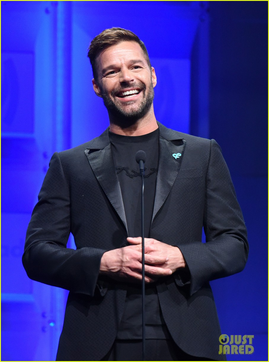 ricky martin presents britney spears with vanguard award at glaad media awards 2018 084063875