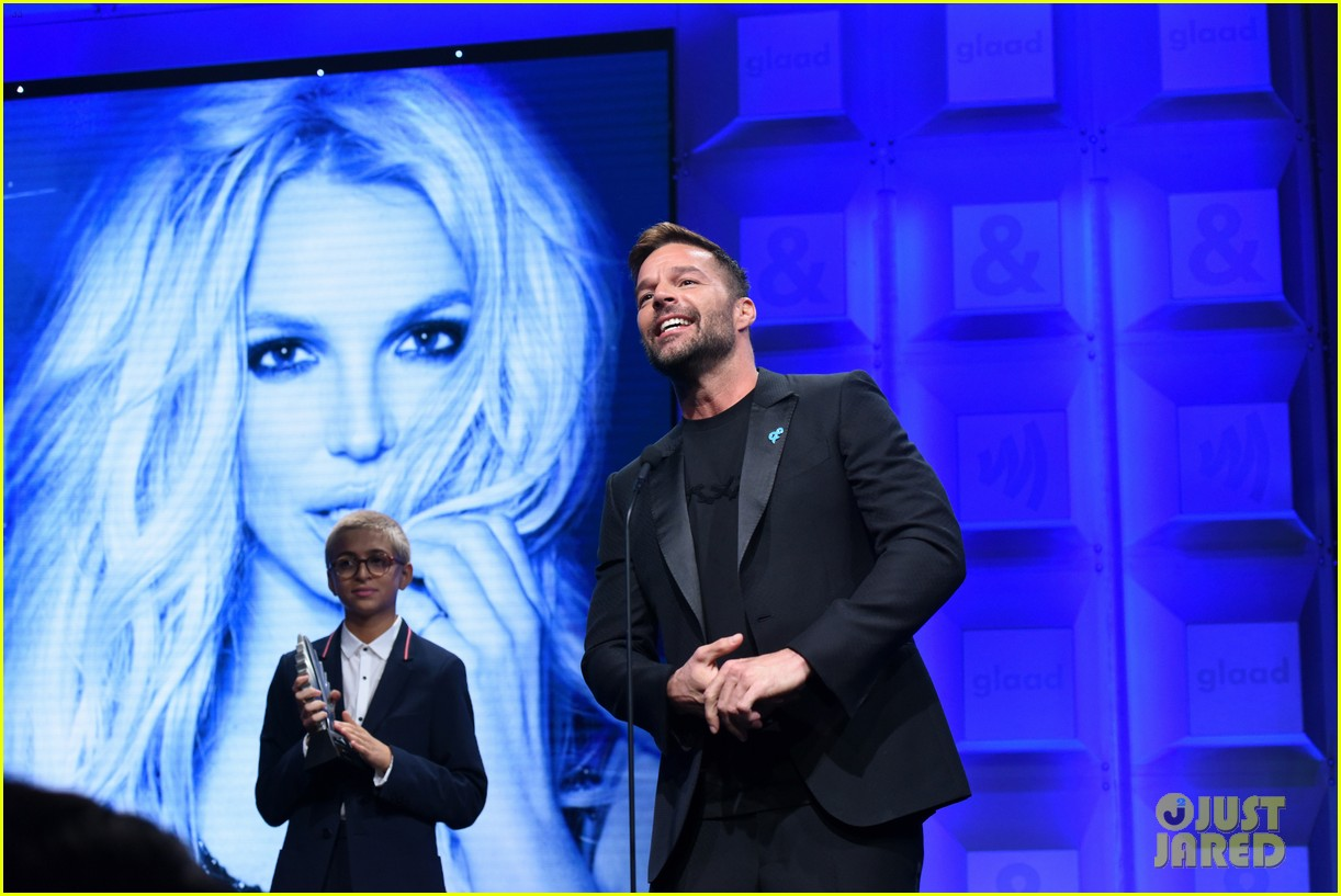 ricky martin presents britney spears with vanguard award at glaad media awards 2018 104063877