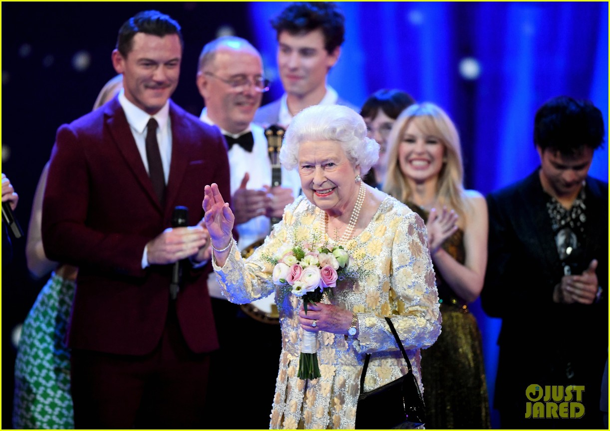 shawn mendes kylie minogue perform at queen elizabeth birthday party 024068727