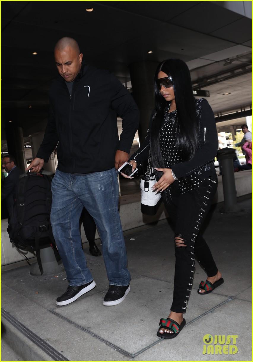 b1cf5113914 Nicki Minaj Makes Rare Outing at LAX Airport  Photo 4059696