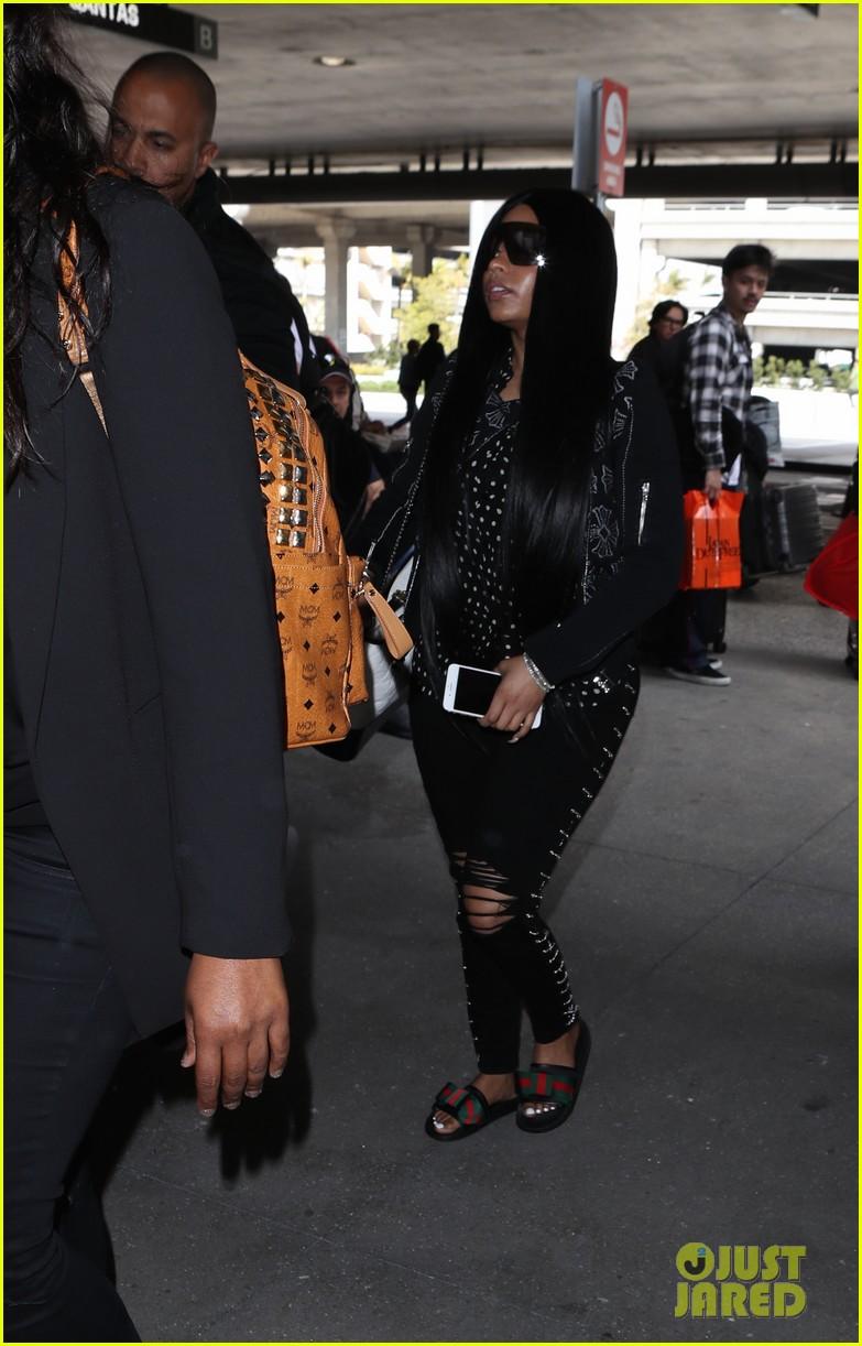 058d500dfcd Nicki Minaj Makes Rare Outing at LAX Airport  Photo 4059700