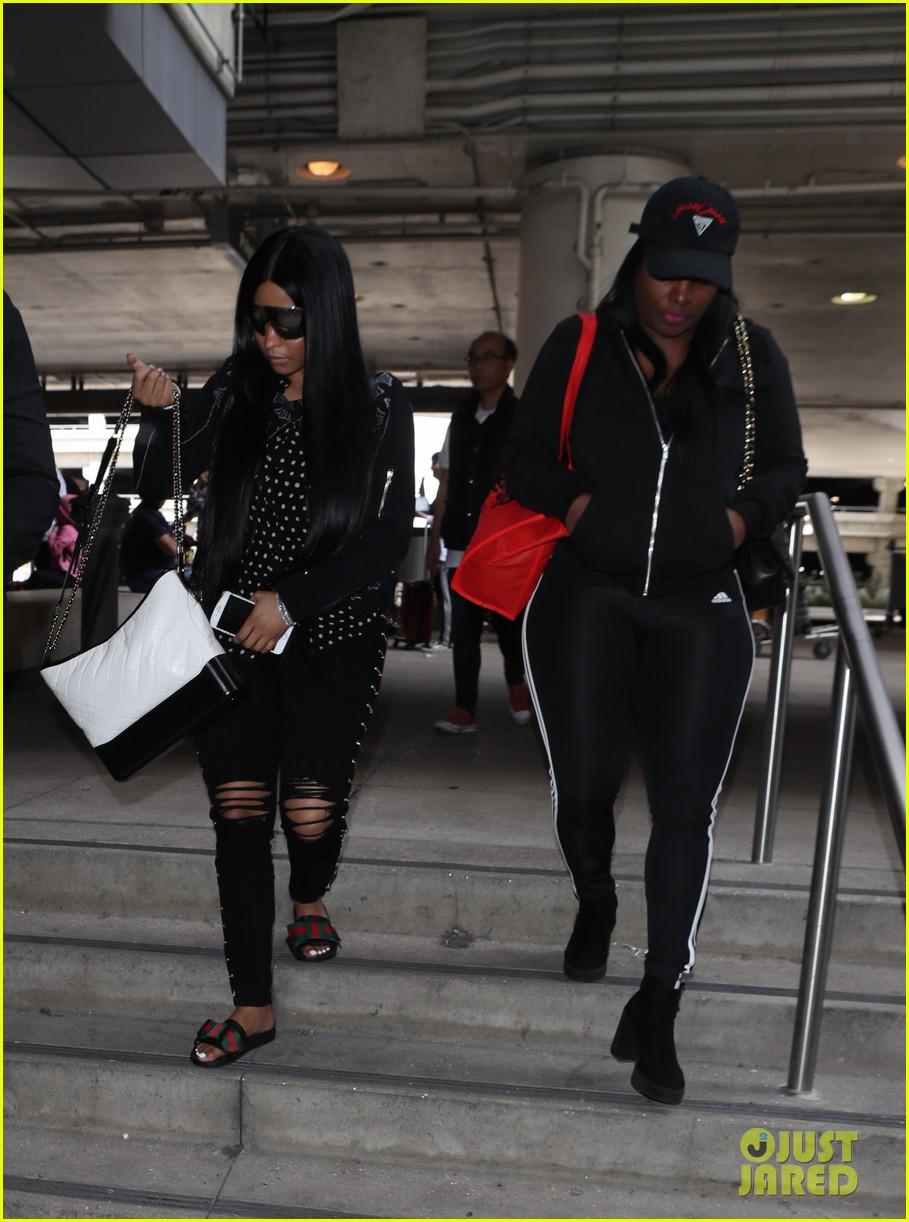 423f0b0e88c Nicki Minaj Makes Rare Outing at LAX Airport  Photo 4059701