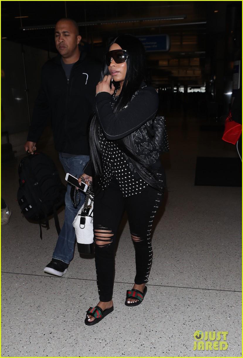 4e3b4ab7c36 Nicki Minaj Makes Rare Outing at LAX Airport  Photo 4059702