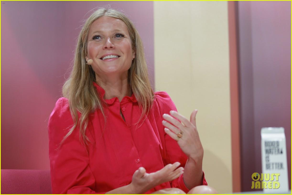 gwyneth paltrow goes pretty in pink for girlboss rally 074073941