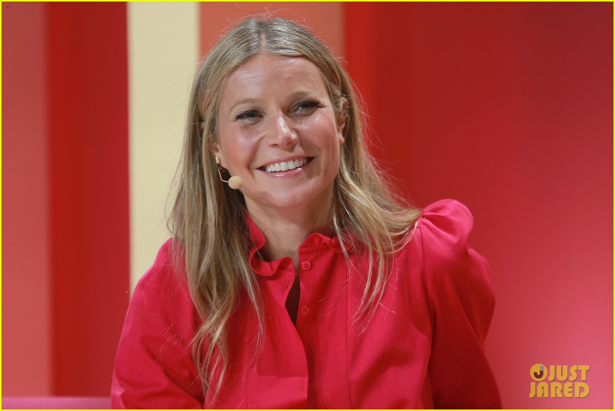 gwyneth paltrow goes pretty in pink for girlboss rally 124073946