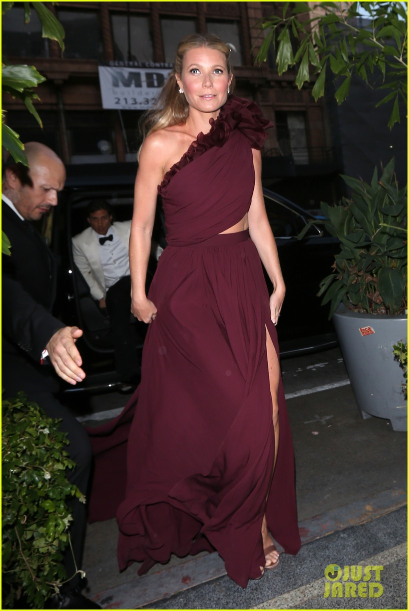 gwyneth paltrow goes glam for black tie event in la 014064615