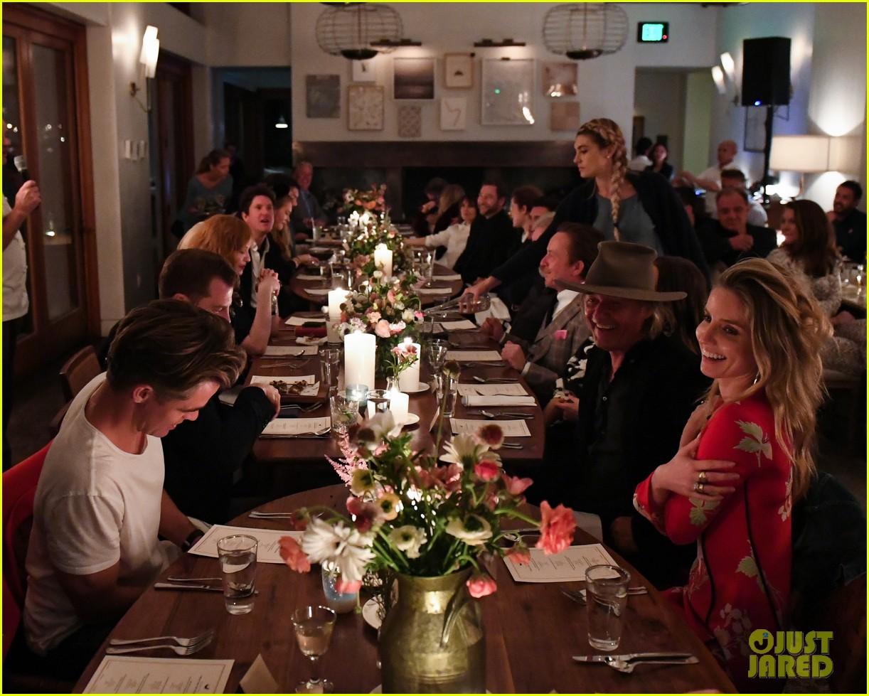 chris pine annabelle wallis malibu dinner party 034062148
